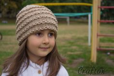 Easy beanie knitting pattern. Free. Beanie Knitting Patterns Free, Knit Beanie Pattern, Free Knitting, Baby Knitting, Crochet Patterns, Hat Patterns, Beginner Knitting, Knitting Kits, Knit Or Crochet