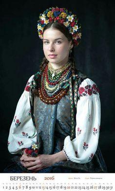 """Проект від Прикрасноі Майстерні Makoviya """"Віночки Украіни""""!!!!! Любі друзі, вже вдруге наша Майстерня випускає календар з незабутніми дівочими образами у новотворених віночках та старовинних строях з різних регіонів України.  Цілий рік ми творили та фотографували). Ви побачите віночки, які ,в основному, були створені за автентичними зразками, але не обійшлось і без імпровізацііі)))). Деякі образи були створені спеціально для проекту """"Витоки"""", які проходили в рамках Украінського тижня моди."""
