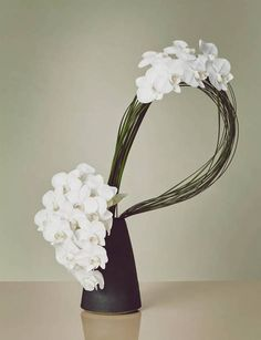 Explore The Stories — Chapter — Beyond the Bouquet: Floral Arrangements Inspired by Ikebana — THE LINE