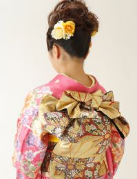 Japanese Costume, Japanese Kimono, Japanese Beauty, Japanese Style, Kimono Design, Yukata, Old And New, Costumes, Knot