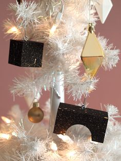 modern ornaments via happymundane.com