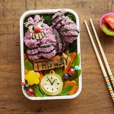 This Alice in Wonderland-inspired bento box is the kind of food we want to eat! All lunches should be Disney bento boxes.