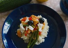 Päivän ruoka: inkiväärikanaa ja riisiä. Melko helppotekoista ja varsin herkullista. Meillä nyt ihan arkiruokana, mutta kyllä tätä kehtaisi vieraillekin tarjolle laittaa.