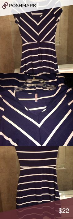 🌻Just In Xhileration casual dress Perfect for office or day dress this Xhileration navy & white blue striped is adorable, pullover style, fitted style, v neckline, shirt sleeves, belt tabs if you want to add one, longer length, EUC, the v of stripes is flattering, poly/elastane Xhilaration Dresses