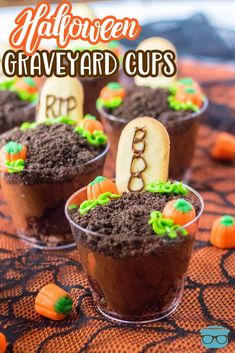 Looking for a fun treat for the kids? These Halloween Graveyard Cups are easy, tasty and a fun recipe that gets everyone involved! Easy Holiday Recipes, Fall Recipes, Sweet Recipes, New Recipes, Cooking Recipes, Holiday Foods, Holiday Treats, Halloween Graveyard, Halloween Treats