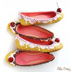Shoe Bakery creates custom cake-inspired heels and accessories. Pastry Recipes And Highly Addictive Exclusive Monthly Content From A True Pastry Master. Funky Shoes, Cute Shoes, Me Too Shoes, Ice Cream Shoes, Shoe Cupcakes, Shoe Cupboard, Crazy Heels, Best Flats, Shoe Art