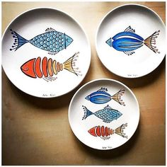 Adding pottery to your home décor is an innovative way of lighting it up and grabbing people's attention. As pottery is so diverse, incorporating it into your interior also offers the perfect oppor… Painted Ceramic Plates, Ceramic Painting, Ceramic Pottery, Ceramic Art, Slab Pottery, Ceramic Bowls, Pottery Painting Designs, Pottery Designs, Paint Designs