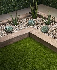 When it's time to get your lawns and landscaping in line, style's the limit for Edging Stones add an eye-catching angle of elegance to your gardens and landscaping while ensuring grass, mulch, and other natural delights stay rather than stray. Garden Edging Stones, Patio Edging, Garden Pavers, Wood Edging, Stone Edging, Back Garden Design, Backyard Garden Design, Garden Bed, Wooded Landscaping