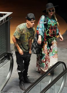 Ashlee Simpson wears a muumuu for lunch with husband Evan Ross | Daily Mail Online