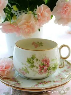 My Tea Party at Pink Cottage. Vintage Tea, Vintage Party, Vintage Dishes, Vintage China, Café Chocolate, Pink Dishes, Teapots And Cups, Teacups, China Tea Cups