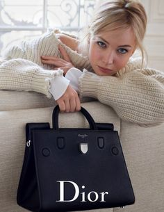 Lawrence Looks Super Relaxed in Dior's Spring Handbag Ads Actress Jennifer Lawrence returns for Dior's spring-summer 2016 handbag campaign.Actress Jennifer Lawrence returns for Dior's spring-summer 2016 handbag campaign. Mario Sorrenti, Spring Handbags, Dior Handbags, Dior Bags, Ladies Handbags, Bucket Bag Outfit, Diorever Bag, Outfit Stile, Boho Mode