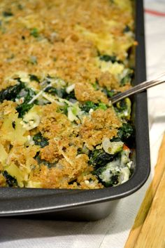 Spinach Artichoke Pasta Bake {vegetarian} Would definitely use less onion, more tomato next time, and instead of the breadcrumbs on top, I'd just put a layer of cheese.