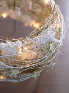 Vorweihnachtsfloristik: Adventskranz von filigraner Leichtigkeit
