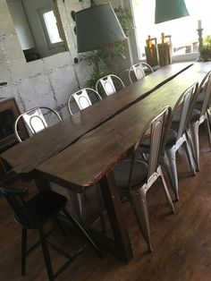 Den som väntar på något gott...efter att allt legat till sig en hel vinter under snön så börjar bordet bli klart nu...ett varv matt lack kvar för att minska reflektionerna. Nöjd som tusan💕 . The one who waits for something good...after a hole winter under the snow the table begins to be finish ... a lap of matt paint left to reduce the reflections. Satisfied💕 . #bord #table #iron #rost #wood #trä #riktigtrejälaplank #stadigt #finnsbaraett #lis1 #lis1design