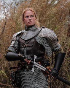 f Fighter Hvy Armor Sword deciduous forest farmland swamp Cosplay med Female Armor, Female Knight, Lady Knight, Warrior Girl, Warrior Princess, Warrior Women, Medieval Armor, Medieval Fantasy, Medieval Clothing