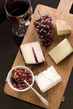 Ombra di rosso e gustosi formaggi...