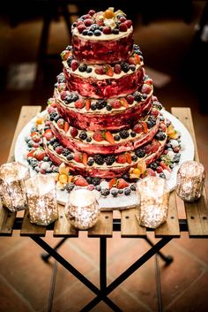 Berries wedding cake. Wedding at Borgo Giusto, Lucca, Kate and John. #wedding #photography #lucca #tuscany borgogiusto #qualcosadiblu #cake #inspiration #berries
