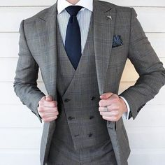 That vest cut tho. Suit Fashion, Look Fashion, Fashion Outfits, Mens Fashion, Grey Suit Men, Mens Suits, Grey Suits, Designer Suits For Men, Moda Masculina