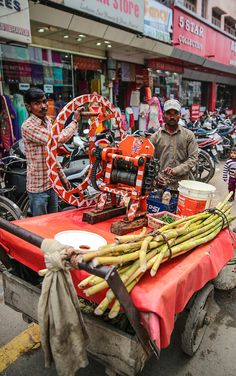 World Street Food, India Street, Modern India, Traditional Market, Street Vendor, Indian Colours, Country Fair, Indian Street Food, Amritsar