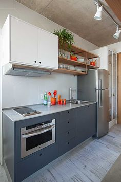 The first request made by the resident of this apartment, was to have a minimalist environment, with references to Scandinavian architecture. She did not want many colors and not much information in the apartment. Modern Scandinavian Interior, Scandinavian Architecture, Industrial Apartment, Apartment Kitchen, Apartment Cleaning, Industrial Chic, Apartment Design, Studio Apartments, Cool Apartments
