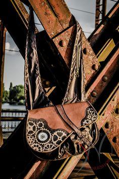 Steampunk bag by NathansWorkshop on Etsy https://www.facebook.com/199745060158667/photos/?tab=album&album_id=331623250304180