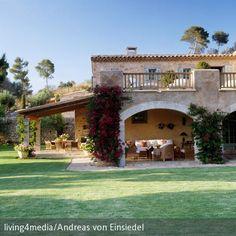 Sommer, Sonne, Sonnenschein – in dieser Finca mit weitläufigem Garten kann man das Leben genießen! Bewachsene Arkaden und…