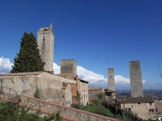 Visiting the Tuscany hilltown of San Gimignano, Italy on a day trip from Siena. http://www.traveladdicts.net/2009/04/san-gimignano.html#more