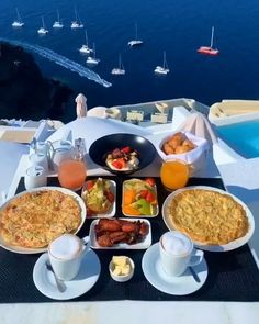 Breakfast On The Beach, Breakfast Around The World, Beautiful Places To Travel, Cool Places To Visit, Vacation Trips, Dream Vacations, Greece Food, Treehouse Hotel, Unique Hotels