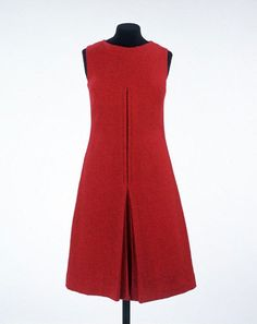 'Peachy' dress, Mary Quant, 1960 ~ One of the earliest works by Mary Quant in the V&A's collection, this shift illustrates how she broke with convention and made clothes specifically for young customers.