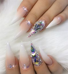 French Fade Nail Designs are one of the most popular nail shapes for women. French Fade Nails, also called French ombre Nails or baby boomer nails, combine the classic French tip with an ombre-style gradient to create a bright, mixed appearance. Nail Art Diy, Cool Nail Art, Diy Nails, Cute Nails, Pretty Nails, Best Nail Art Designs, Beautiful Nail Designs, Acrylic Nail Designs, French Fade Nails