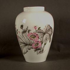 Rosenthal. Grosse Porzellan Vase mit floralem Motiv.