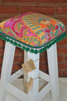 Trendy Furniture, Upcycled Furniture, Diy Furniture, Painted Bar Stools, Diy Bar Stools, Bar Stool Makeover, Furniture Makeover, Stool Covers, Quirky Home Decor
