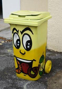 jerc atelier graff stage tag decoration par les jeunes des poubelles pour le tri selectif dans les ecoles de la commune avril 2009 St Jean de Vedas34)