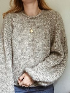 Sweater is a simple raglan sweater with feminine details. All edges have an I-cord finish. Pullover Design, Sweater Design, Sweater Knitting Patterns, Knit Patterns, Sewing Patterns, Winter Sweaters, Sweater Weather, Women's Sweaters, Classy Outfit