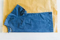 Excited to share with you the second post in this two part series, making a matching DIY linen top and shorts set. Diy Crop Top, Halter Crop Top, Crop Tops, Diy Top, Diy Summer Clothes, Summer Outfits, Sewing Clothes, Diy Clothes, Corset Sewing Pattern