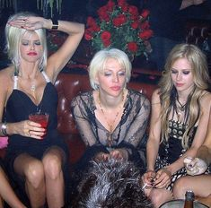 Famous Girls, Famous Women, World Music Awards, Famous Duos, Anna Nicole Smith, Courtney Love, Best Friend Birthday, Avril Lavigne, Celebs