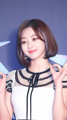 jihyo Nayeon, Jihyo Twice, Dahyun, Up Hairstyles, Supergirl, Kpop Girls, Pretty Girls, Girl Group, Pin Up