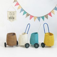Toy . Pull along basket - Luggy / White