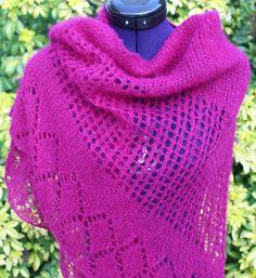 Châle tricoté main, châle en laine (alpaga et soie), étole dentelle, points ajourés bordure fantaisie de couleur pourpre lilas #chaliere #etsyshop #etsyseller