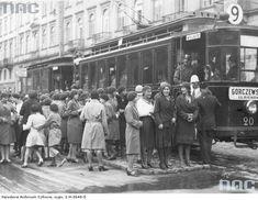Tramwaj nr 9 jadący na Ulrychów - 1933 rok.  Źródło: NAC