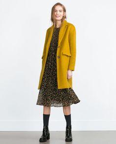 Si quieres descubrir la nueva colección de Zara para este Otoño-Invierno no te pierdas nuestro post.  #moda #zara #nueva #colección #abrigo #mostaza