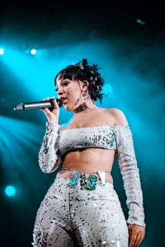 Urban female acts are getting more powerful every single day and the Los Angeles-based rapper and singer Doja Cat is a perfect example of it. Born as Amala Zand Extended Play, Katy Perry, Pretty People, Beautiful People, Doja Cat, Cats, Kitten, Carlson Young, Hot Pink