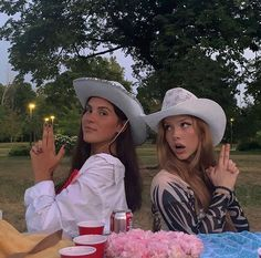 Cute Friend Pictures, Best Friend Pictures, Friend Pics, Mode Country, Best Friends Aesthetic, Shotting Photo, Poses References, Bday Girl, Summer Goals