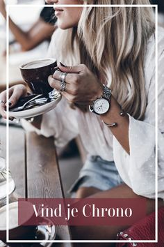 Entdecke unsere Kollektion und finde deinen Chrono The minimalist and timeless watch with the anchor logo ⚓ Find your quality timepiece with interchangeable straps! Chanel Handbags, Fashion Handbags, Mode Ab 50, Accessoires Barbie, Rose Gold Hair, Summer Essentials, Elegant Outfit, Business Outfits, Street Styles