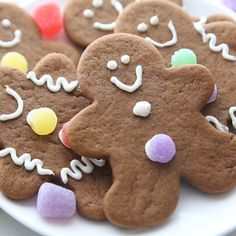 Soft and Chewy Gingerbread Cookies - - Gingerbread Man Cookies are my favorite Christmas treat to decorate with my kids. These soft gingerbread cookies are perfect for preschool or kindergarten Christmas parties, and they taste delicious! Christmas Sweets, Christmas Gingerbread, Christmas Baking, Christmas Parties, Christmas Party Deserts, Gingerbread Ornaments, Winter Parties, Soft Cookie Recipe, Ginger Bread Cookies Recipe