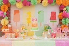 Decoración en colores fuertes para un cumpleaños