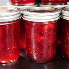Canning anything can be intimidating but it's really easy. I started with canning strawberry jam. Strawberry Jam is the best thing to start off with Canning just to get the hang of it. Homemade Strawberry Jam, Strawberry Balsamic, Strawberry Preserves, Strawberry Jelly, Strawberry Jam Recipes, Homemade Jelly, Strawberry Shortcake, Canning Tips, Sweets