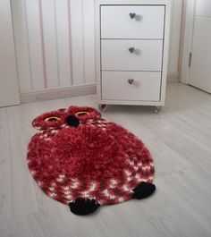 Carpet furry owl done in crochet! Oh Aunt Heidi. Crochet Birds, Cute Crochet, Crochet For Kids, Crochet Yarn, Knit Rug, Diy Carpet, Beige Carpet, Crochet Home, Crafty Craft