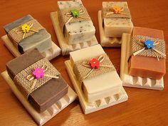 Přírodní mýdla | Ruční mýdlárna | Přírodní olivové mýdlo s dřevěnou podložkou | Mýdlotéka U Tří lilií Natural Cosmetics, Gift Wrapping, Natural Soaps, Aloe Vera, Gifts, Lily, Gift Wrapping Paper, Presents, Wrapping Gifts