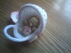 🤗 Zwaantje Creatief 🤗: juni 2013 Crochet Dolls Free Patterns, Crochet Doll Pattern, Baby Patterns, Crochet Barbie Clothes, Crochet Baby Shoes, Crochet Mittens, Crochet Toys, Ravelry, Dutch